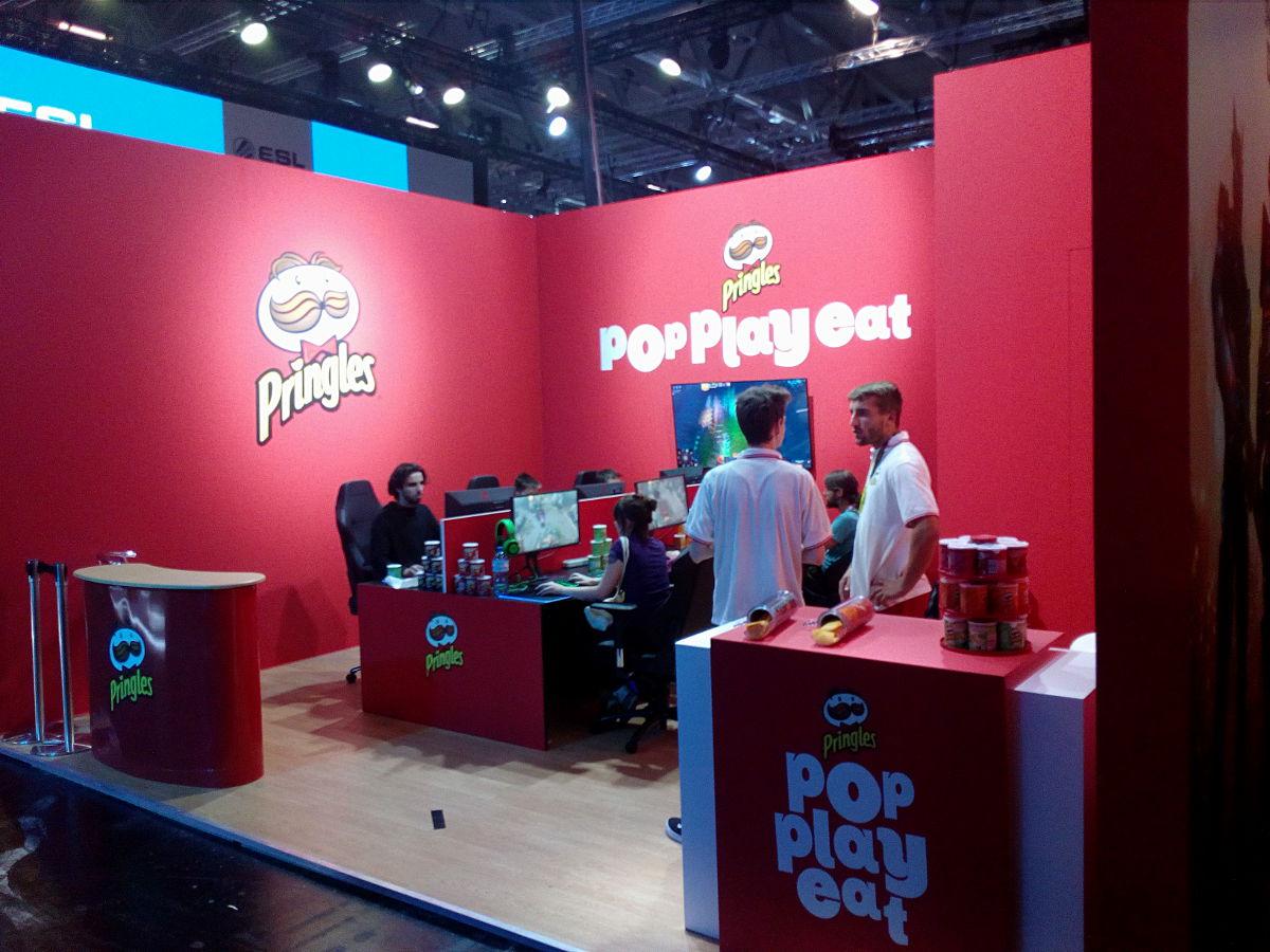 Stoisko Pringles na Gamescom 2018